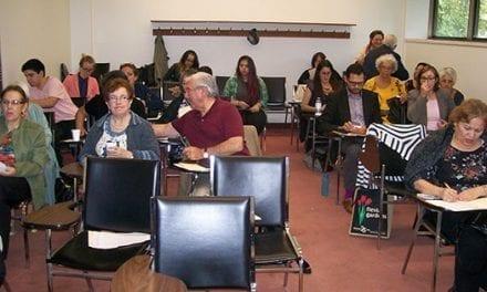 Latinos realizan panel sobre el bilingüismo y la prevención de la demencia senil