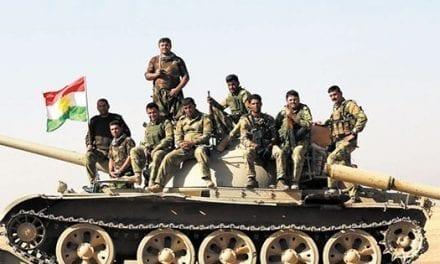 Tropas iraquíes avanzan al sur y al este de Mosul, acompañadas de bombardeos
