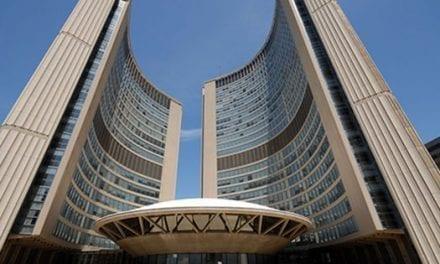 Alcaldía de Toronto reducirá servicios en persona y aumentará los ofrecidos en línea