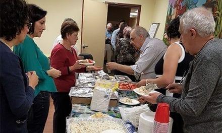 Seniors hispanos de Toronto buscan más desarrollo y más actividades conjuntas