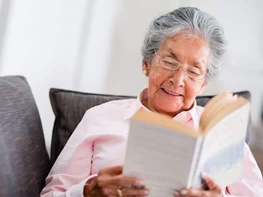 Los beneficios de la lectura para la tercera edad