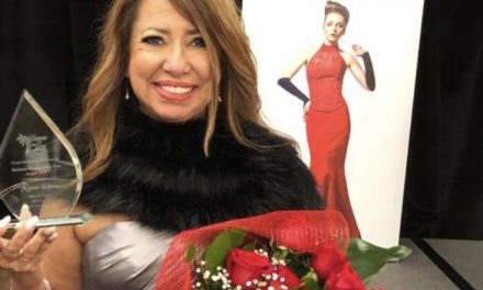"Productora y periodista Myrna Kahan recibió el premio ""Business Woman of the Year"" 2019"