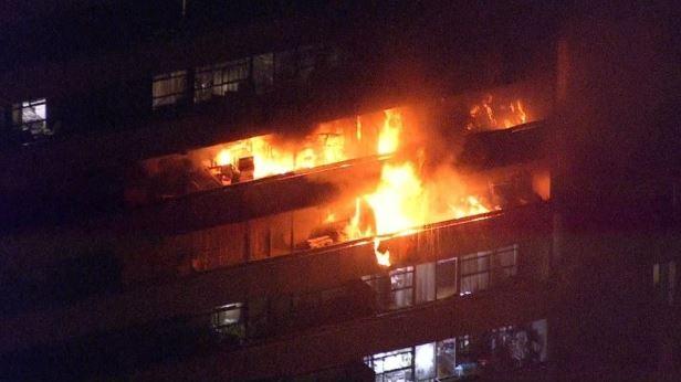 Los inquilinos desplazados por un incendio mortal fueron trasladados al centro deportivo de la Universidad de York