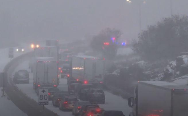 Cerrada la Highway 401 en dirección oeste cerca de Kingston luego de que muriera una persona en un choque de 30 vehículos