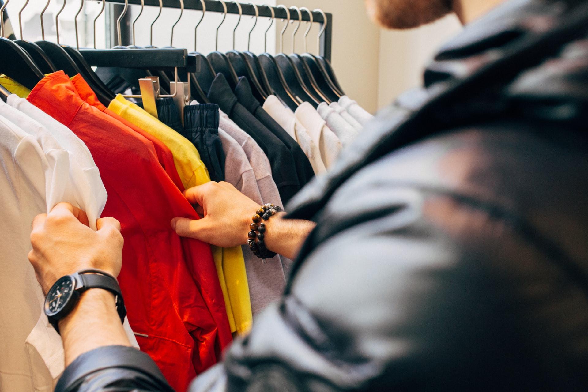 El número de personas que compran en las tiendas aumentó durante mayo