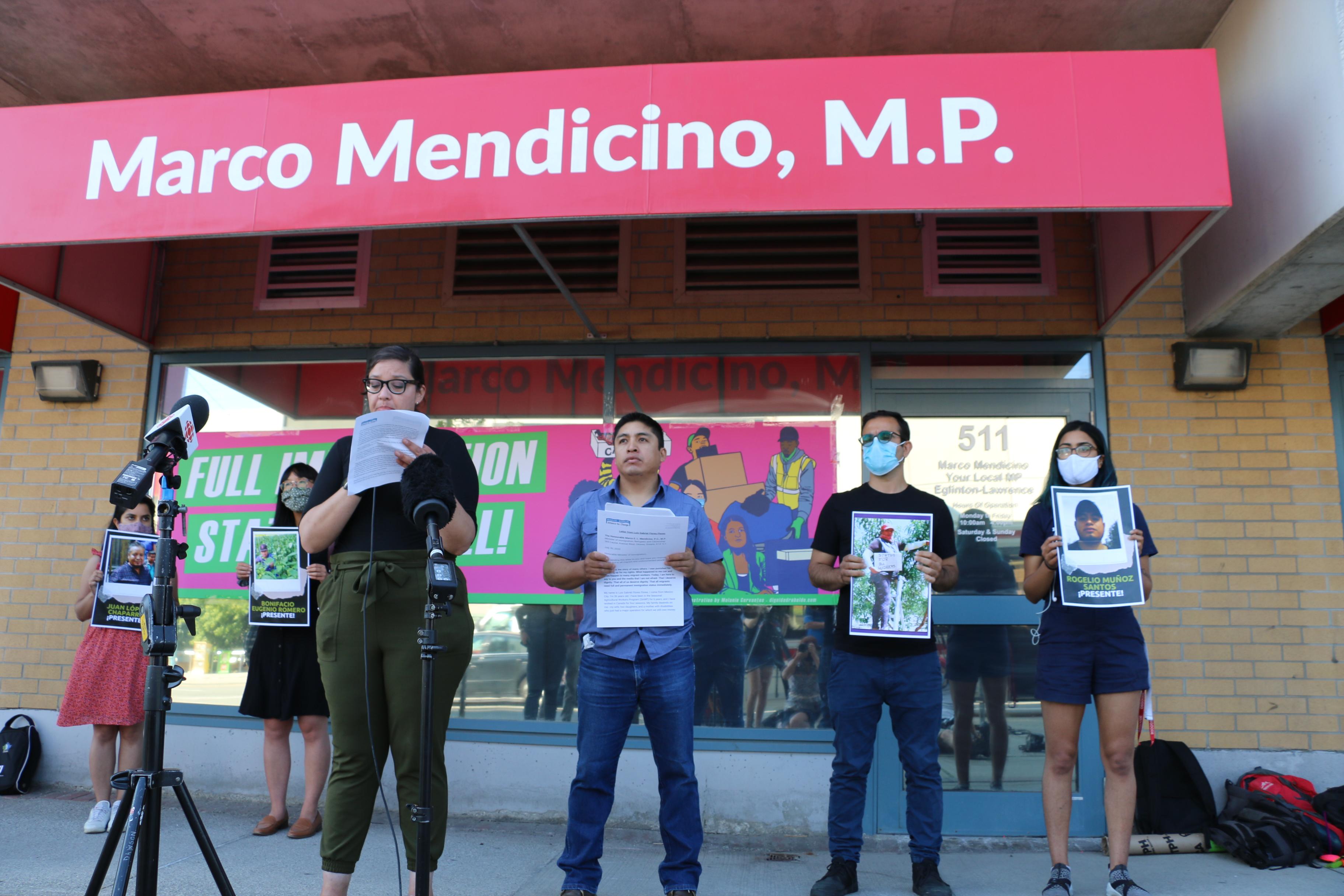 Trabajador agrícola mexicano demanda a la granja que lo despidió