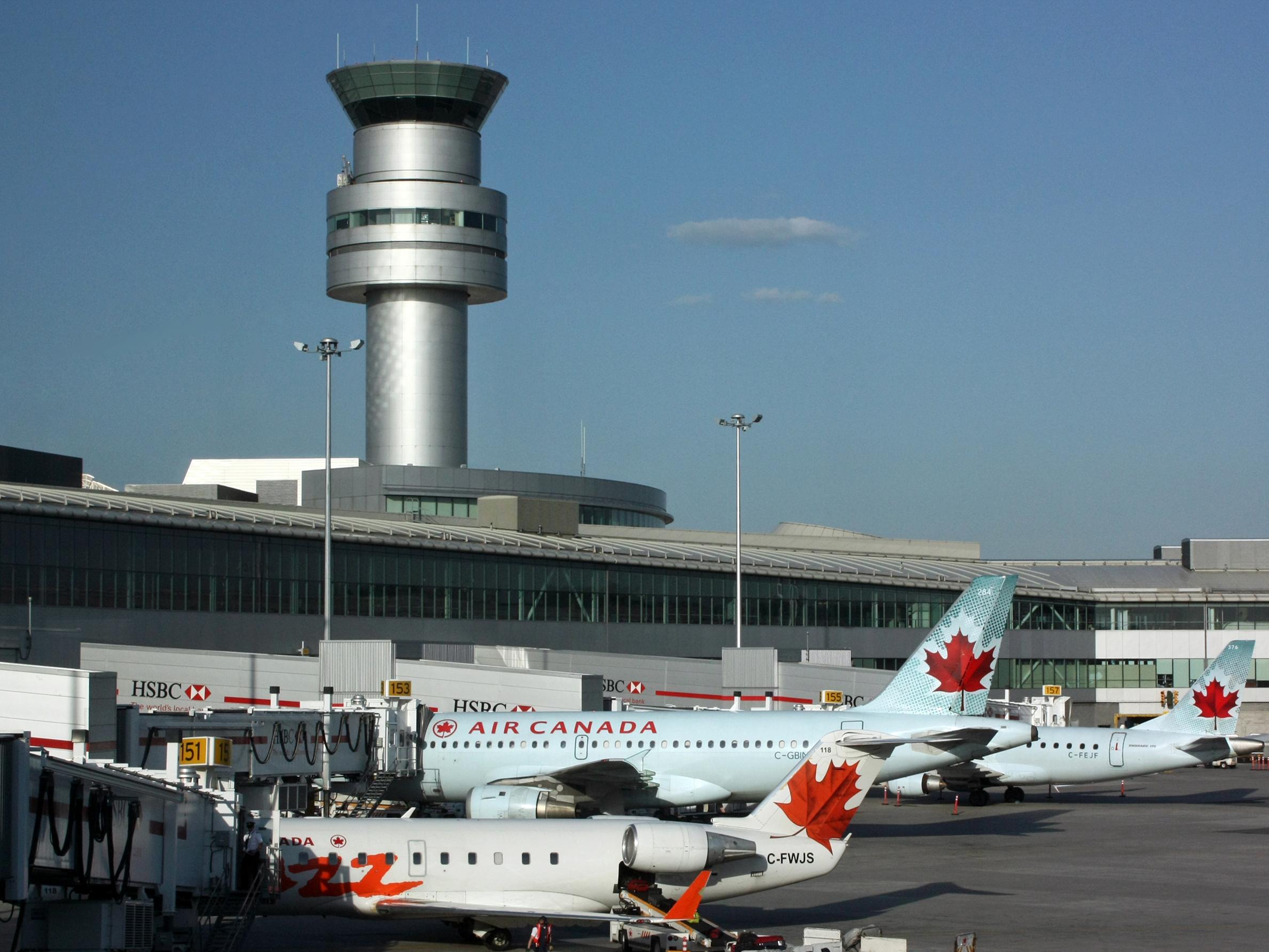 Canadá extiende las restricciones de viaje por un mes más