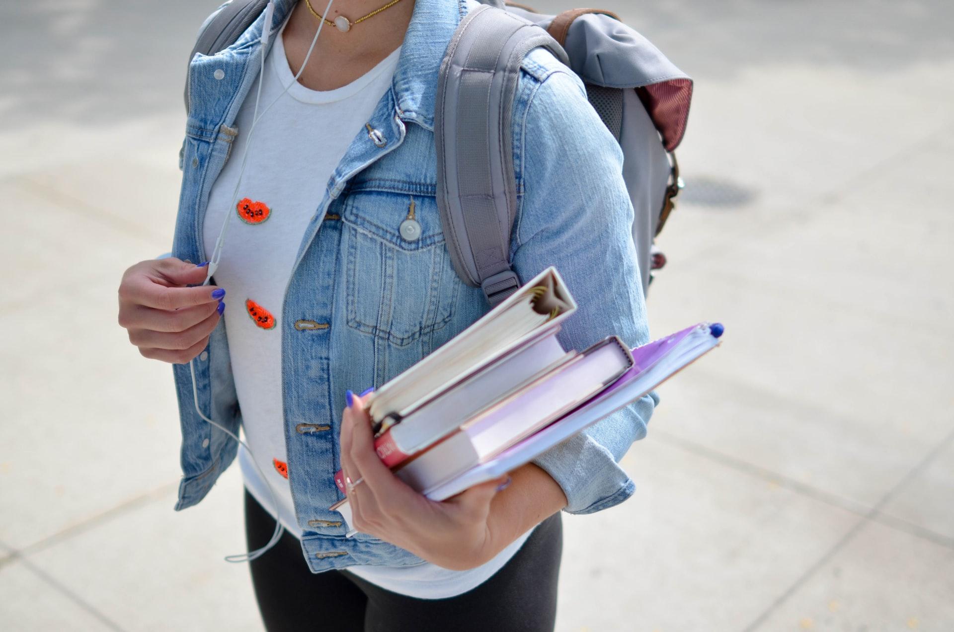 La educación post-secundaria está costando igual online o hasta más que en formato presencial